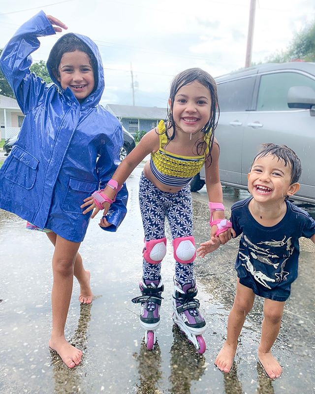 """Life isn't about waiting for the storm ⛈ to pass. It's about learning to dance in the rain ☔️ "" -Vivian Greene - - - - - - #babyspam #fridaymood #friyay #siblinggoals #playingintherain #candidchildhood #childhoodunplugged #livelaughlovelife #vibrantlife #lifequotestagram #heartofachild #pursuepretty #momlifeisthebest #momof3 #girlmom #boymom #mamablogger #mommyblog #orlandomoms #floridakids #floridamom #familyhealthtips"