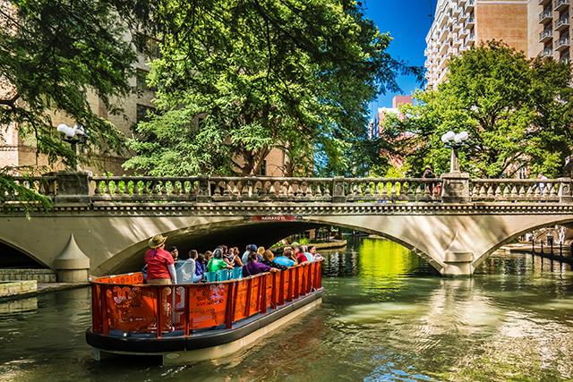River Boat Tour Bridge, Visit San Antonio