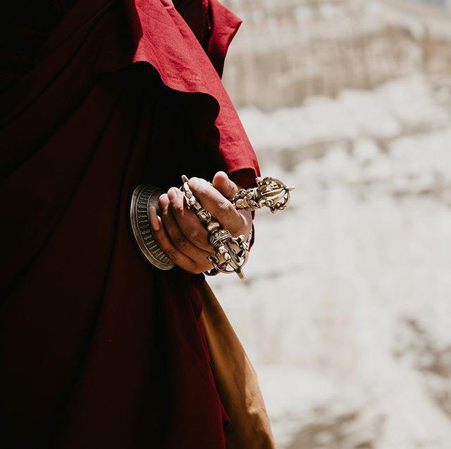 High in the Himalayas Children Monks are running back into the monastry for morning prays(Forbidden Kingdom of Lo in Nepal) . . . #monks #nepal #travel #traveldiaries #travelnepal #tibet #monastery #natgeo #buddha #buddhism #explore #explorenepal #lomanthang #farfaraway #travelawesome #discoverglobe #awesomeglobe #amazingcorners #wowplanet #artofvisuals #natgeography #himalayas #nikon #d500