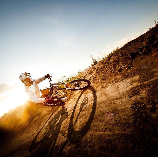 Sunset biking on the downhill track in Prague! Sharp light sharp riding! . . . #mtbart #mtblife #mtbiking #downhill #fox #pocsports #foxracingshox #foxracing #freerider #freeride #mountainbiking #mountainbike #rockshock #scottbikes #rideabike #redbull #redbullrampage #imspecialized #roadbike #mountainbikelifestyle  #sickserie #mtbikingpost #wintermtb #scott #lovesscottbikes #mtblove #mtblovers #maxxiswhitewall
