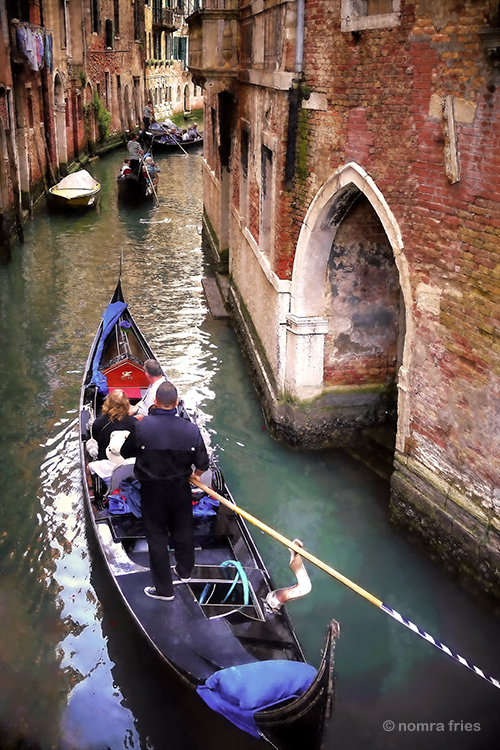 "IT215: ""Venice: classic gondola shot"""