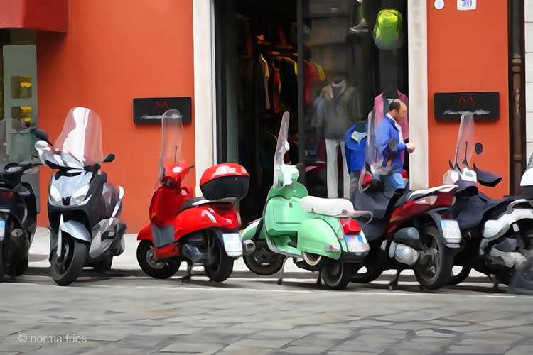 """IT275: """"Italy: Scooters are everywhere"""""""