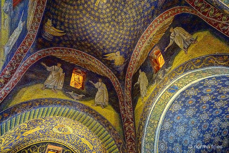 """IT283: """"Ravenna mosaics - small mausoleum"""""""
