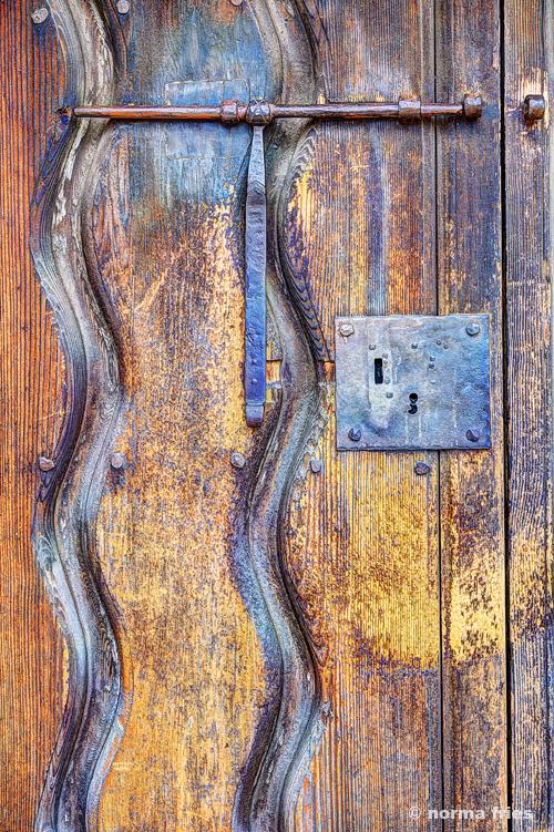 """CM403: """"MIssion door"""" (vertical)"""