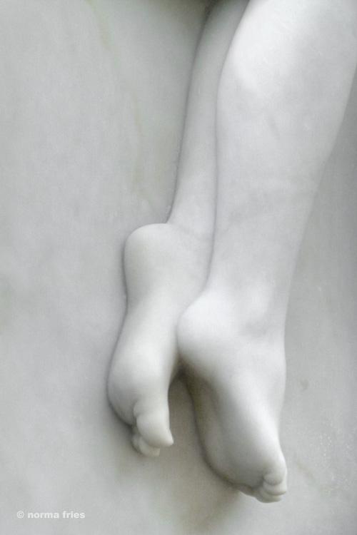 "NC615: ""Marble feet"""
