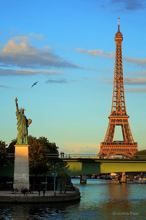 FR400 - Paris: Eiffel and Liberty