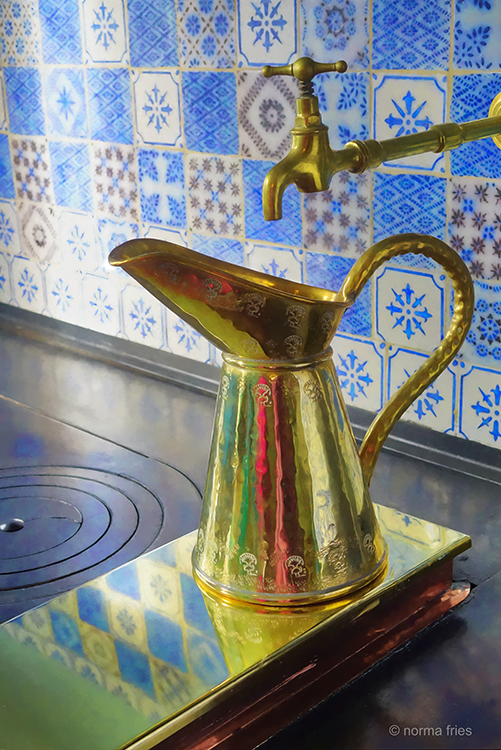 FR405 - Giverny, France: Monet's water pitcher