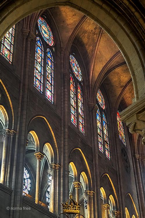 FR418 - Paris: Notre Dame (with crown)