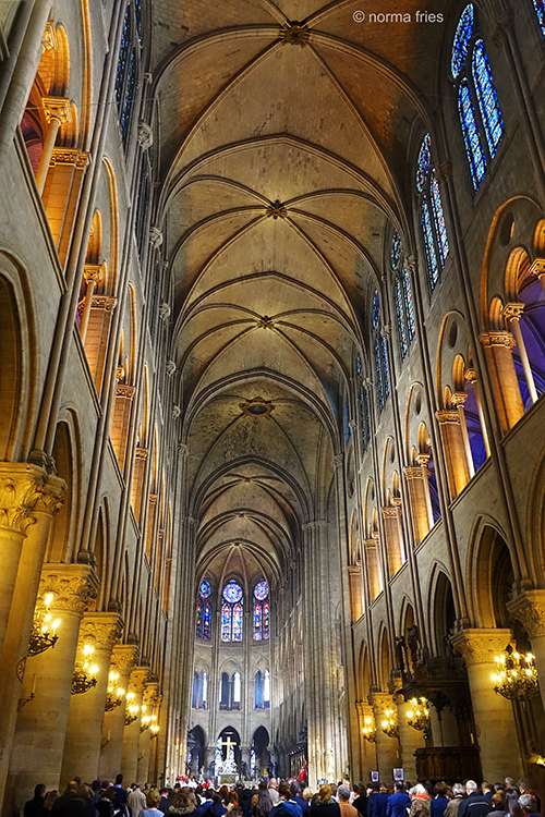FR421: Paris, Notre Dame: Nave w/ altar and people