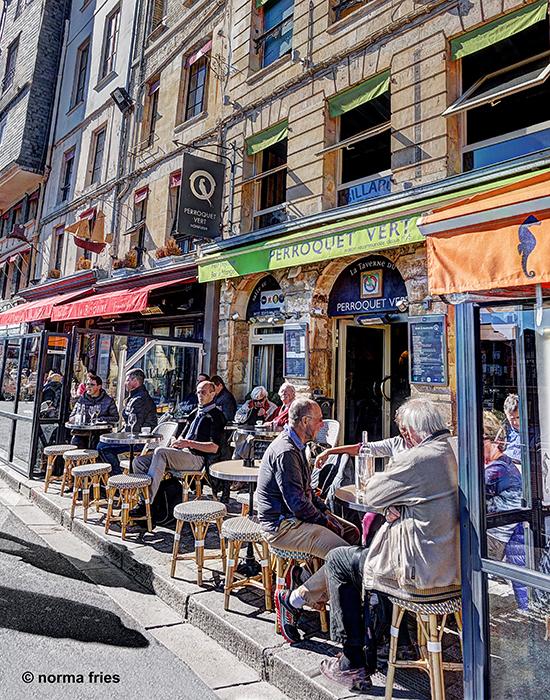 FR425: Cafe scene (Honfleur, France)