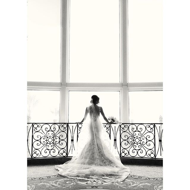 @lenamccrory + @rsbpevents + @botanicadesign + @inesdisanto + @marriottwaterstreet = this! Happy #weddingwednesday #weddinggown #weddingdetails #weddinglights #bridal #bridalportrait #fineartweddingphotography #fineartweddingphotographer
