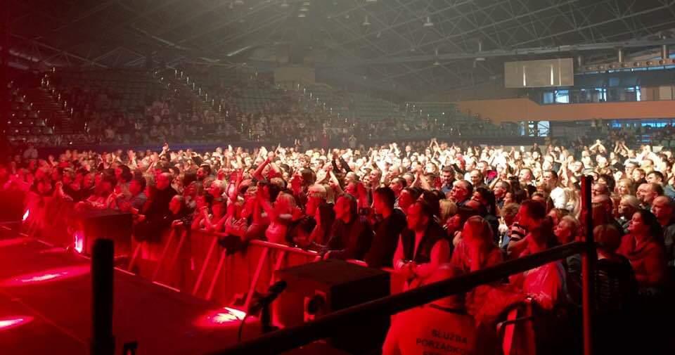 Pre-show crowd