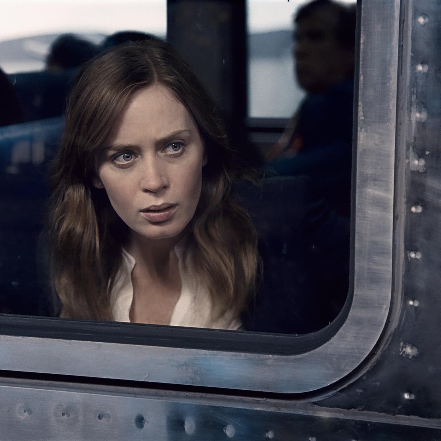 the-girl-on-the-train-emily-blunt.jpg