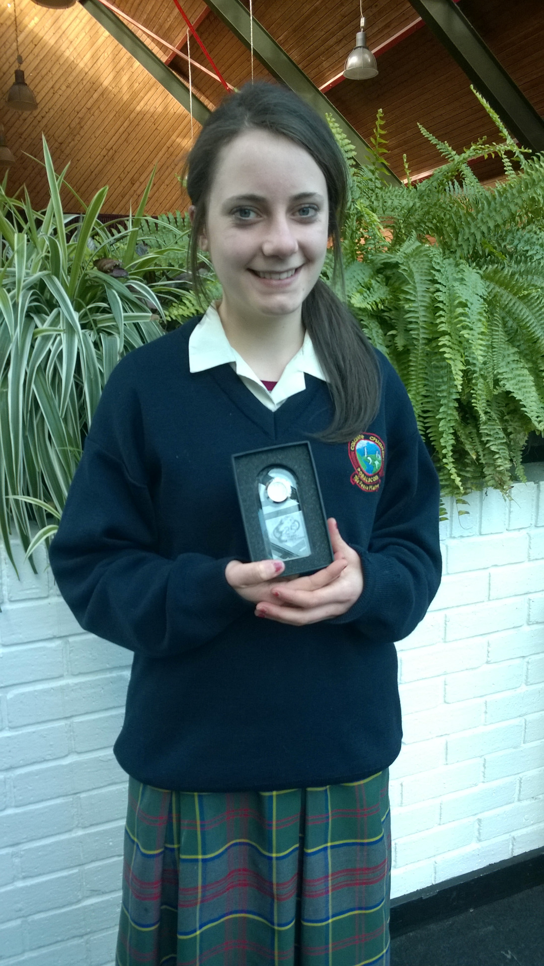 Michelle Daly is Colaiste Chiarain's representative on the Intel Community Committee. Michelle was presented with a crystal clock to commemorate Intel's 25th anniversary of setting up in Leixlip.