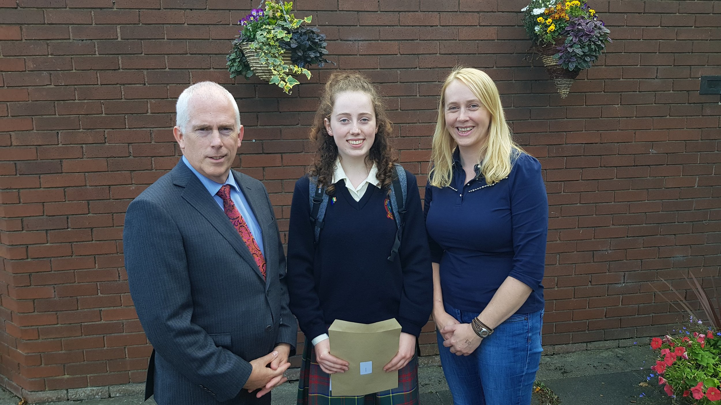 Well done in particular to Alannah Hyland, who achieved ten As including a Distinction in English. Outstanding!
