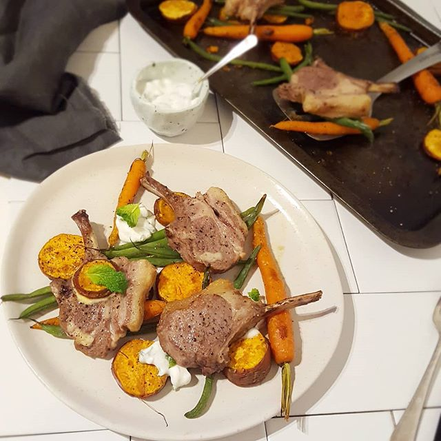 ONE PAN MEAL 👉 Baked lamb chops with roasted vegetables and yoghurt mint dressing 😋 ⠀⠀⠀⠀⠀⠀⠀⠀⠀ A super easy and yummy dish to whip up after a long day or anytime you're not in the mood to cook a time consuming meal. It's a crowd pleaser too!! ⠀⠀⠀⠀⠀⠀⠀⠀⠀ Recipe now on my website 💥 www.nataliebrady.co.nz 🤗 .  Give me a double tap if you like the look of this recipe, and drop your fave emoji below if you'd like more one pan meals 💃.#NBnutrition . . . . . . . . #sundaymealprep #everythingbutthebagel #macrostax #eattoperform #fuelthebody #corenutritionals #macroscoach #foodpyramid #eatreal  #fitnessrecipes #healthycarbs #complexcarbs #proteinsnacks #nourishnotpunish #nondietapproach #healthateverysize #nourishbowl #flexiblediet #mealprepping #flexibledietinglifestyle #flexibleeating #nutritiontips #eatwhatiwant #holisticlifecoach #blogwithmefam #theverydaygirl #thedailybasic #eatpaleo #paleofriendly