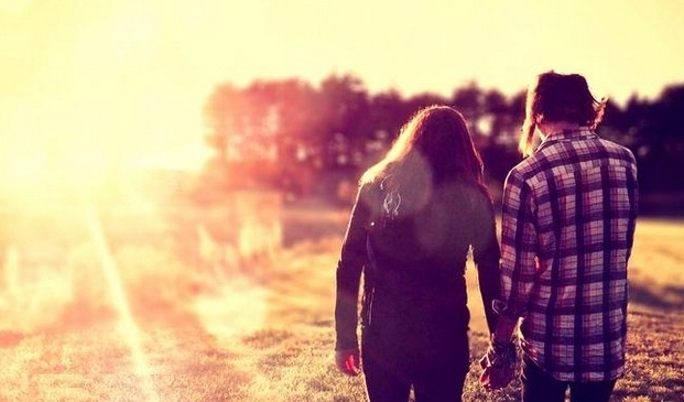 4243257-cute-couple-holding-hands-wallpapers.jpg