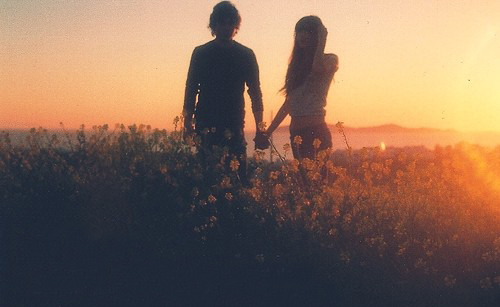 4243286-cute-couple-holding-hands-wallpapers.jpg