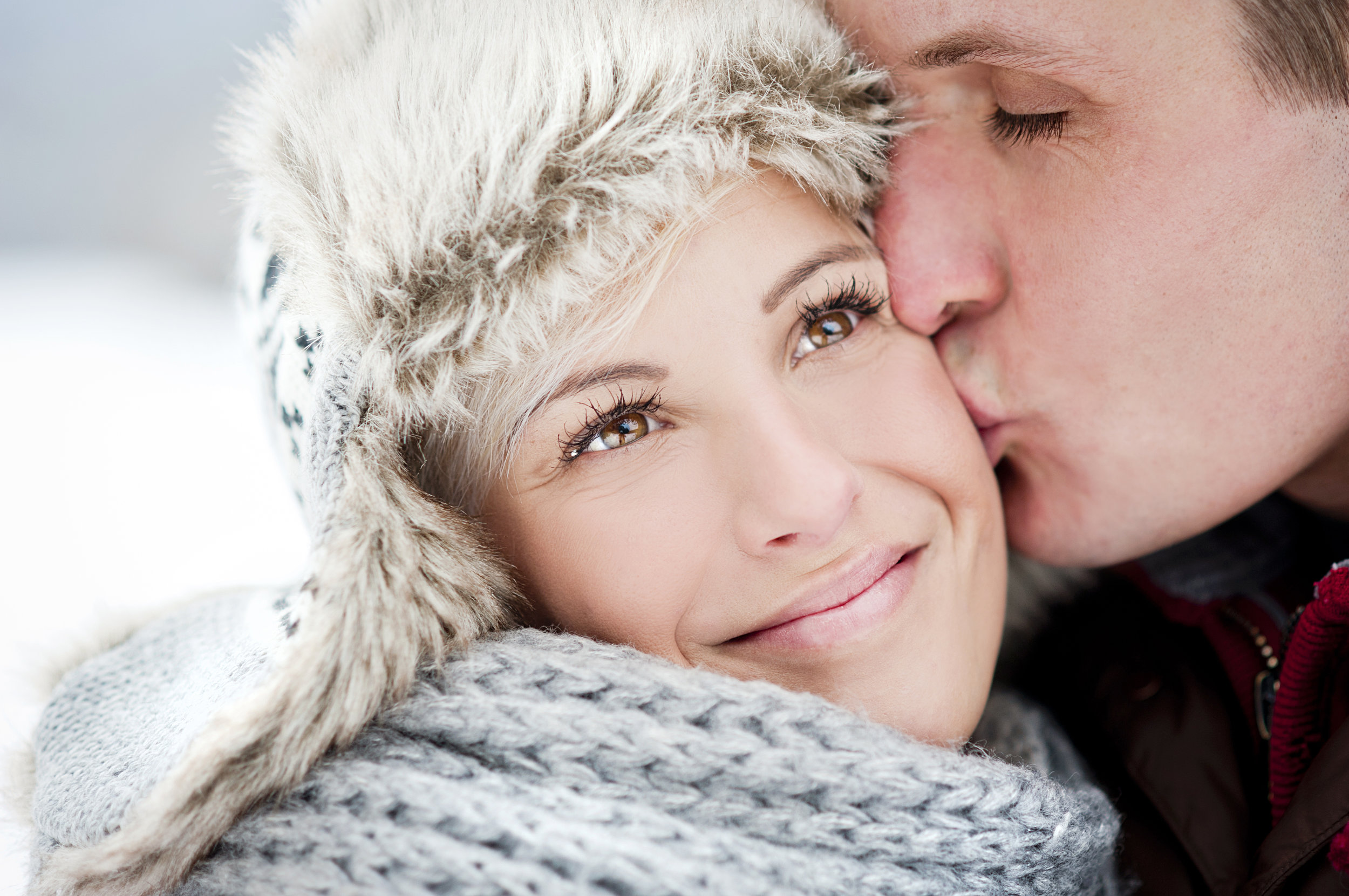 graphicstock-happy-couple-is-having-romantic-time-in-snowy-countryside_H0WIW035Zb.jpg