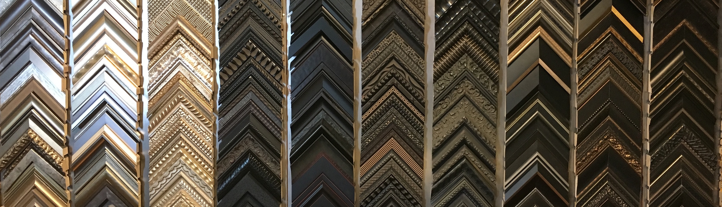 callahan-framing-custom-moulding-wall.JPG