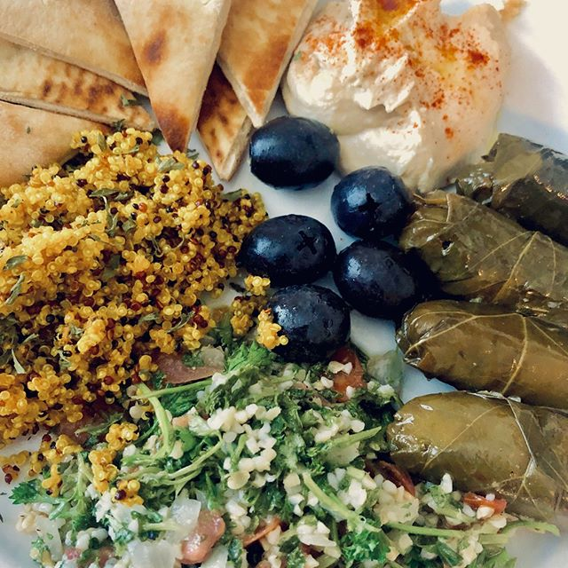 Thanks to @traderjoes for helping me out with this one. We've got some original hummus (I added paprika and olive oil to it), warmed up pita bread, black seedless olives, tabouleh, dolma and I made myself some tri-colored quinoa.⠀ 🙌⠀ #mediterranean #mediterraneandiet #greekfood #dolma #pita #hummus #olives #quinoa #healthy #eeeeats #lunch #foodie #foodporn