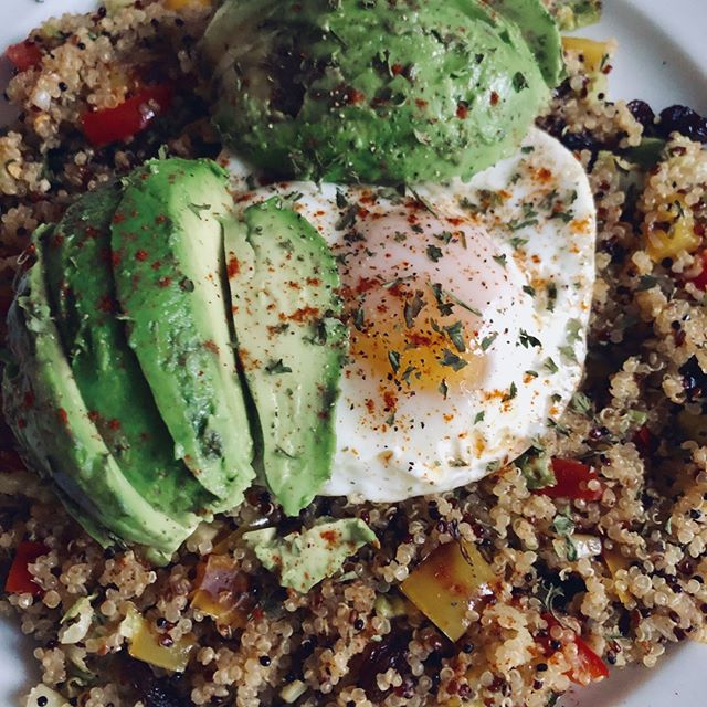 MY BE: Tri-colored quinoa with bell peppers, Brussels sprouts, and raisins. Seasoned with Cajun seasoning, lemon pepper and paprika. Topped with an avocado, baked over medium egg, parsley and paprika.⠀ #yum #eeeeats #delicious #avocado🥑 #avocadolover #eggs #breakfast #quinoa #paprika #deliciousfood #foodporn #healthyeating