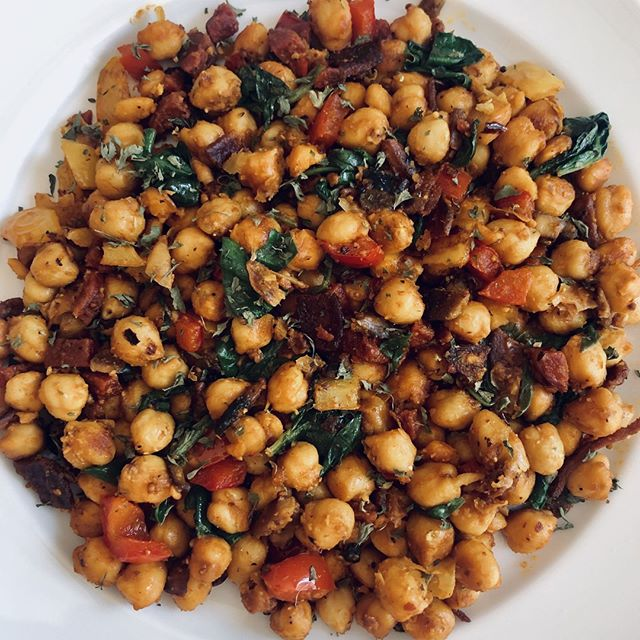 BY ME: Chickpeas with chorizo bits, spinach, bell peppers and mushrooms. Seasoned with lemon pepper, red pepper flakes, mustard, and bbq sauce. Topped with parsley leaves. 😌⠀ ▫️▫️▫️▫️▫️▫️⠀ #yum #eeeeats #chickpea #chorizo #spinach #foodie #foodphotography #foodstagram #foodlover #foodporn