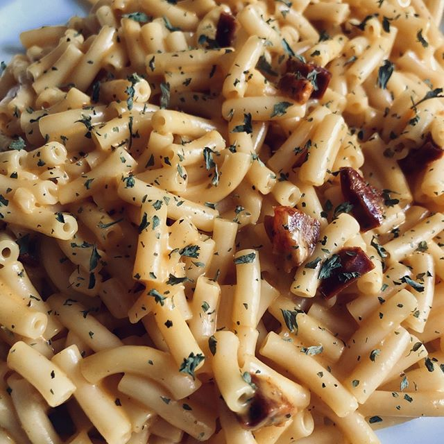 BY ME: Fancy mac & cheese! Yes it's possible. lol. In this photo I've added a couple different cheeses to the mix, not just the cheddar the macaroni comes with in the package. I've also seasoned it with black pepper and added some bits of Spanish chorizo in it! Topped it all off with some parsley.⠀ •⠀ #macncheese #macaroni #macaroniandcheese #cheese #chorizo #pasta #food #easyrecipe #easyrecipes #foodporn #dinner #foodie #foodporn #foodphotograpy