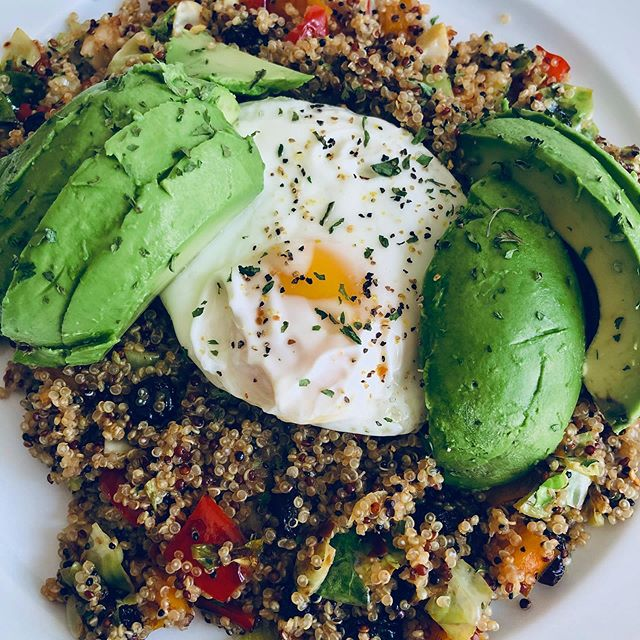 BY ME: One of my go-to dishes. Tru-colored quinoa with veggies, over medium egg, and a whole friggin avocado. 🥑🍳 #eeeeeats #foodie #foodporn #breakfast #egg #quinoa #avocadolover