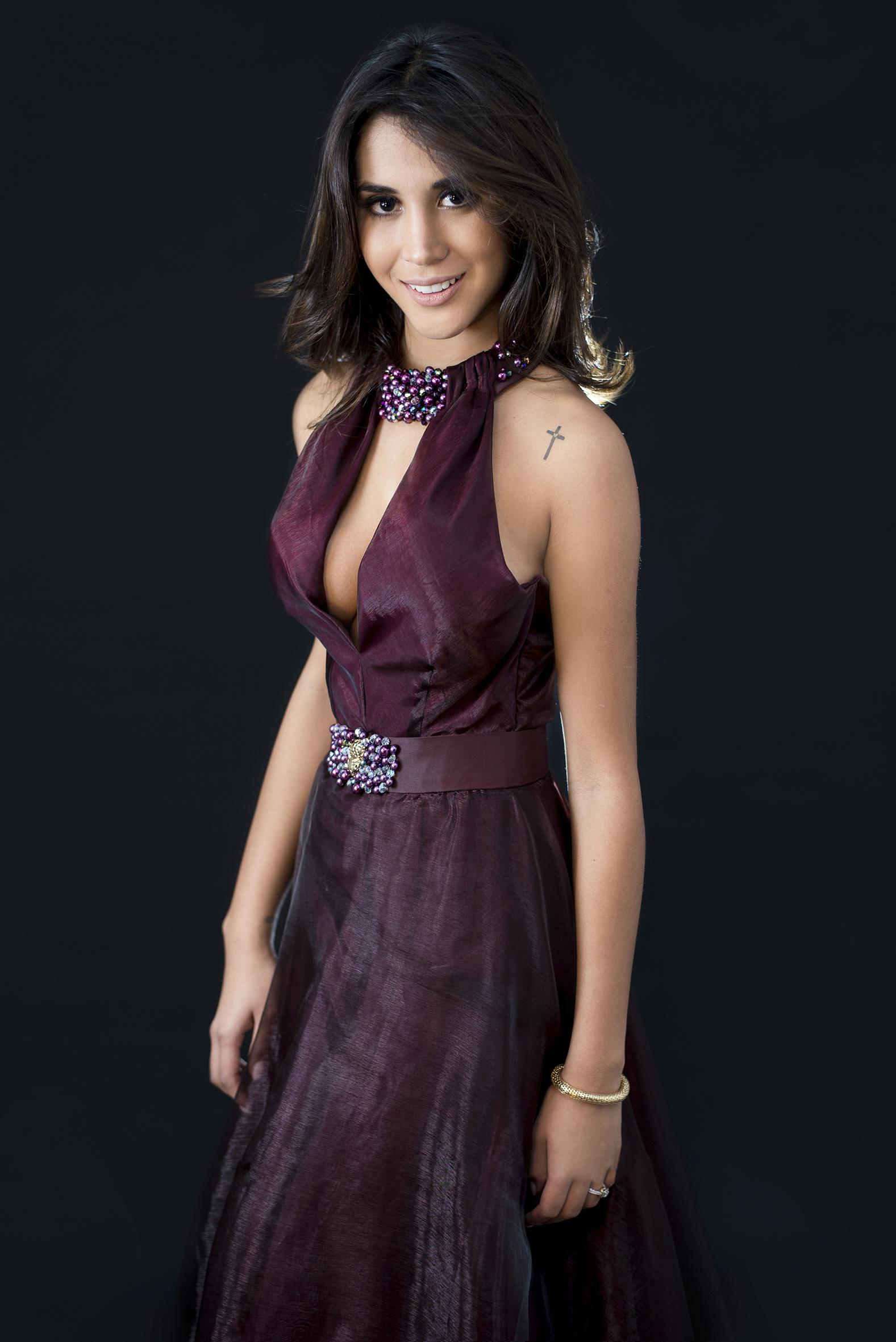 Melissa Paredes Superhype Agosto America TV- 003.jpg
