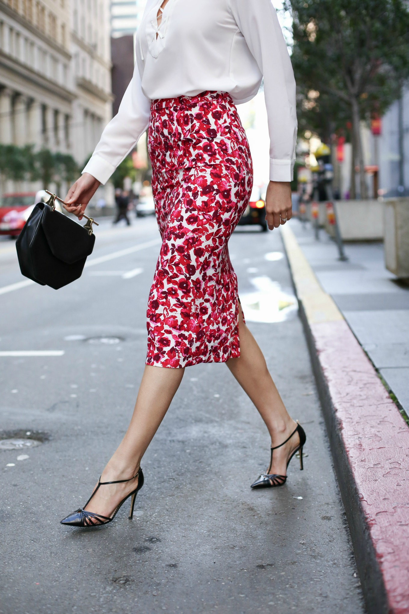 pink-floral-midi-skirt-who-what-wear-black-pointed-toe-pumps.jpg
