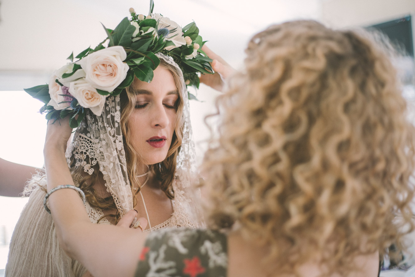 bride getting flower head piece on.jpg