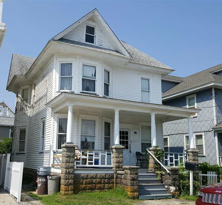 Another late 1800s/early 1900s Wildwood house. Listed as built in 1899. All original windows and siding.