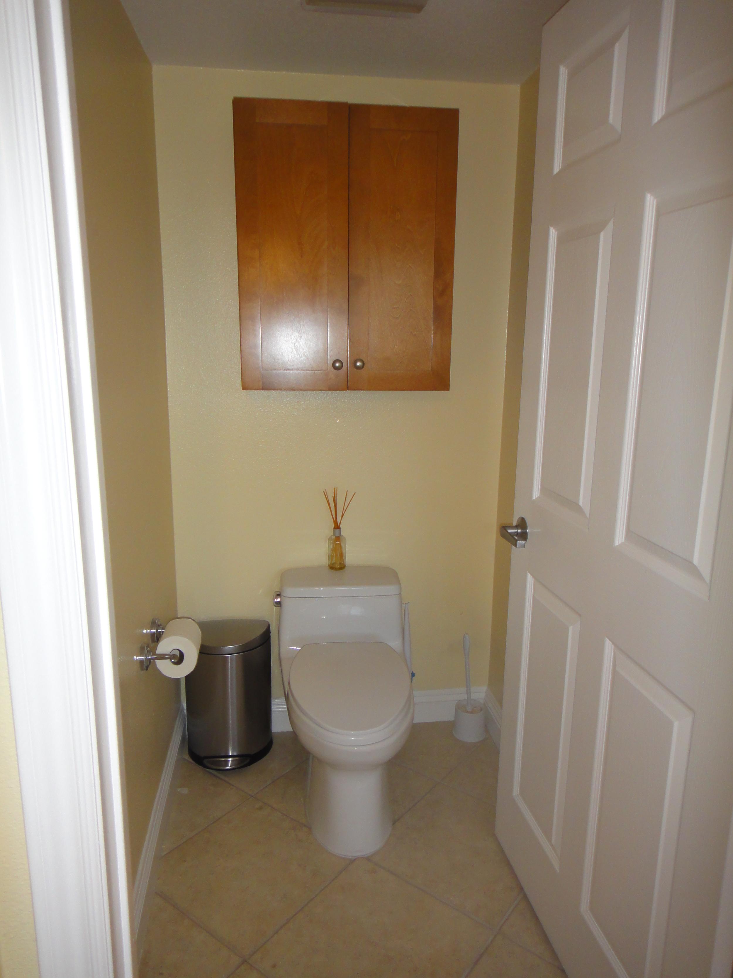 toilet stall - 1.JPG