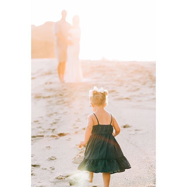 She leaves a little sparkle wherever she goes ✨ . . . . . . . . . #tiffanyperryphotography #ocphotography #ocphotographer #ocfamilyphotographer #ocfamily #familyphotographer #irvinefamilyphotographer #newportbeachphotographer #lagunabeachphotographer #childhoodunplugged #familylife #orangecountymaternity
