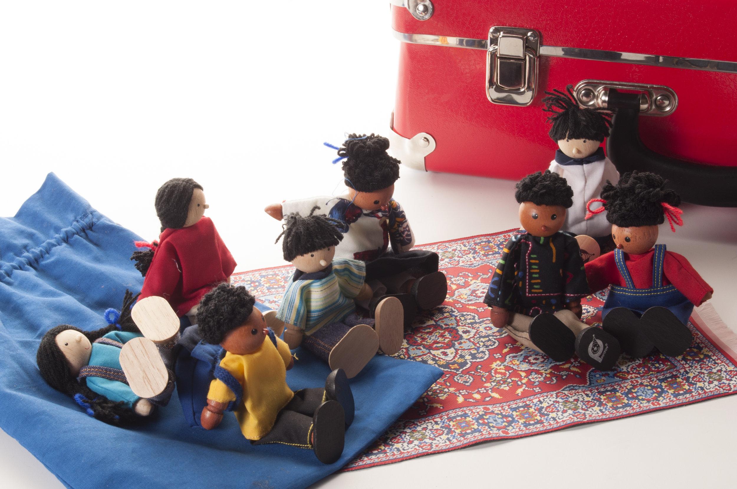 Etniske dukker kan købes som tilkøb til play-talk kufferten.