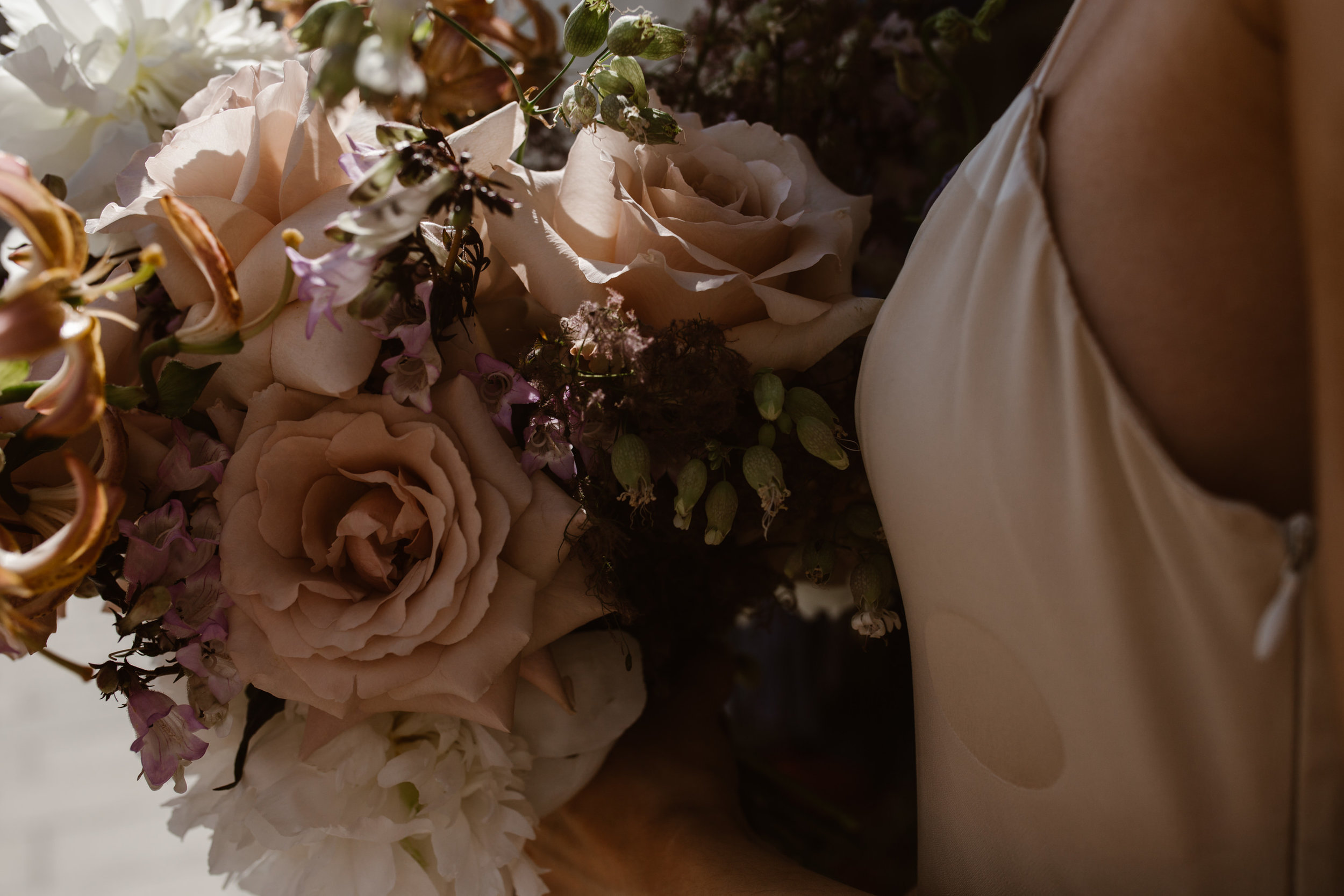 A Stylish And Intimate London Elopement Shoot With Pretty Florals