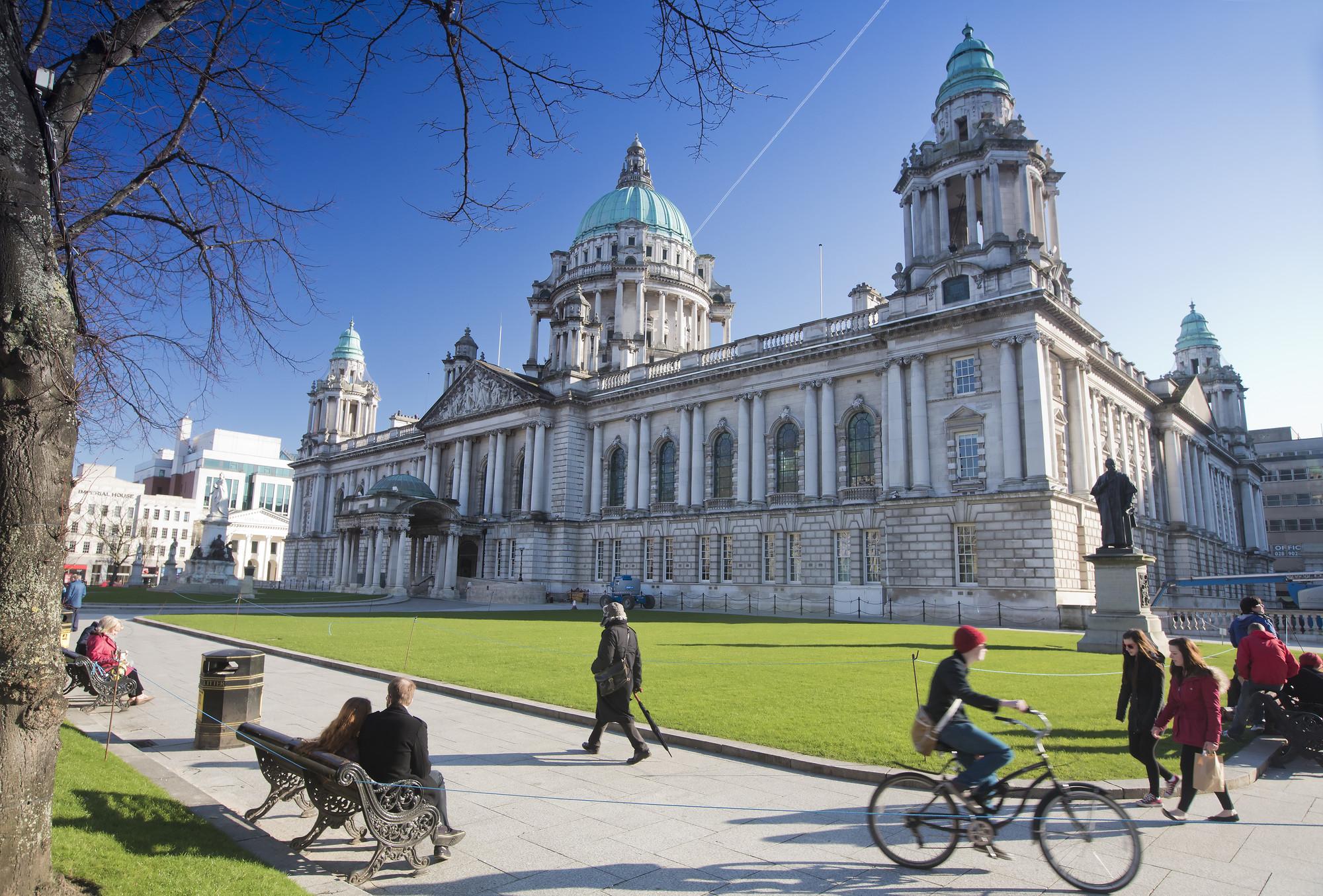 RS7376_16203_Belfast City Hall-lpr.jpg