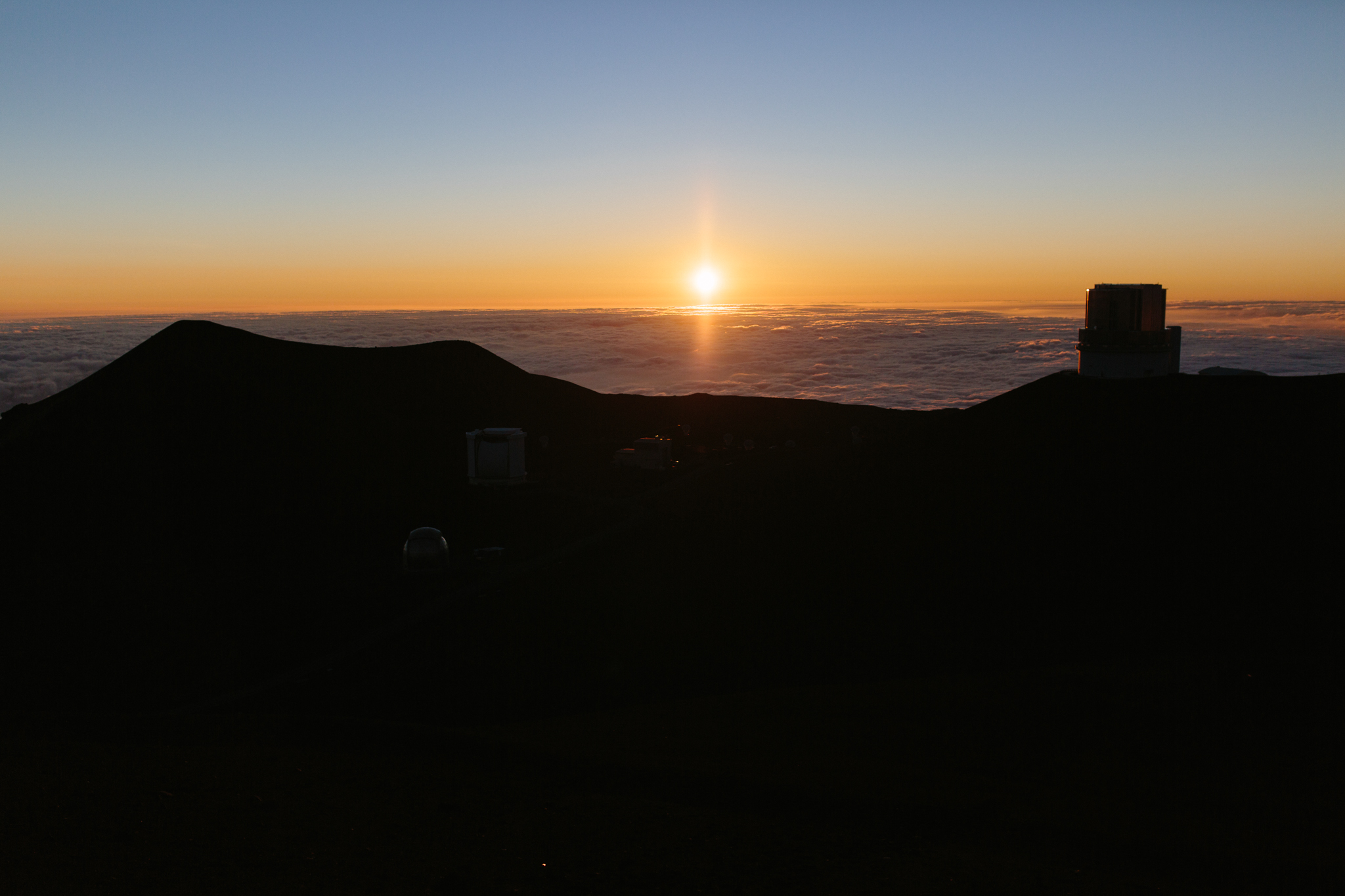There's a timelapse of the sunset over Mauna Kea at the end of this post.
