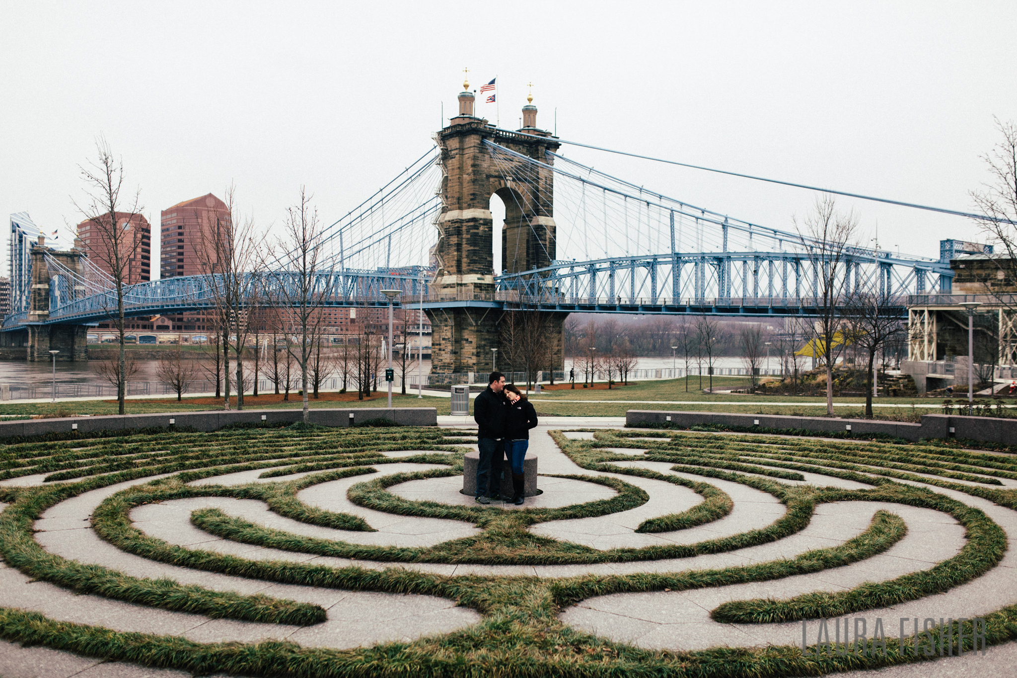 cincinnati-smale-park-OTR-engagement-photography-laura-fisher-0003.jpg