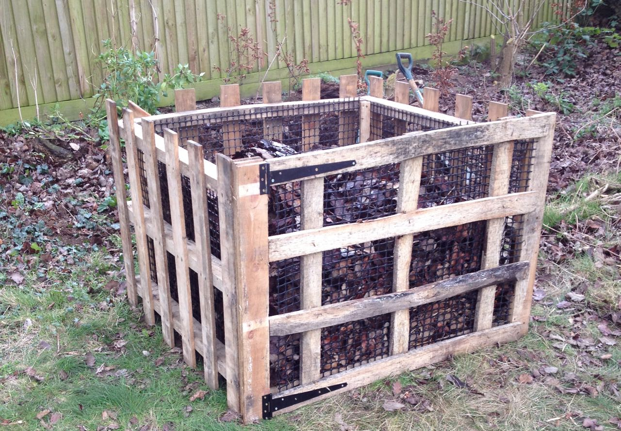 The finished leaf mould bin, which is in front of the previous one, well away from the trees and native hedge. It re-uses the old plastic mesh and four pallets that would otherwise have gone to waste.