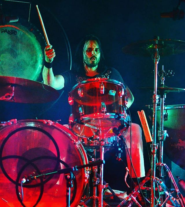 Do you love amazing drummers? Then you'd love Bevan Davies, who absolutely crushes it as Bonzo for ZoSo. A spectacle you must see! 🥁🤘 . . . #drummer #rocknroll #zosoontour #ledzeppelin #zeppelinfans #ontournow