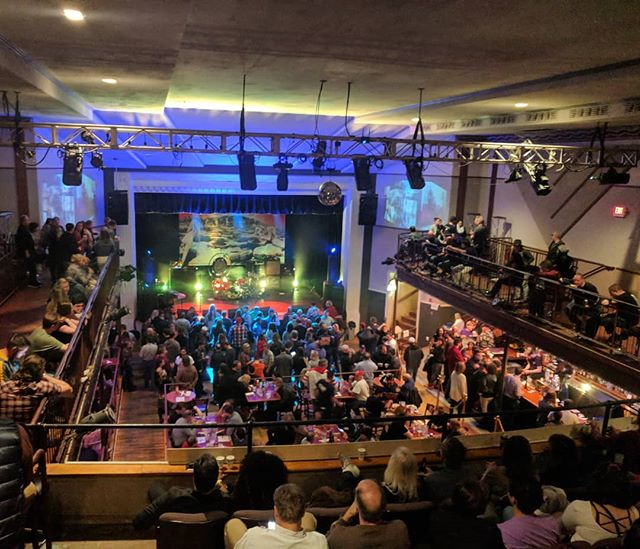 State Theatre was packed tonight! Wow, great evening, thank you all. This was just prior to showtime. 🤘🍻🎸🥁🎙️ . . . #zeppelin #dc #virginia #fallschurch #zoso