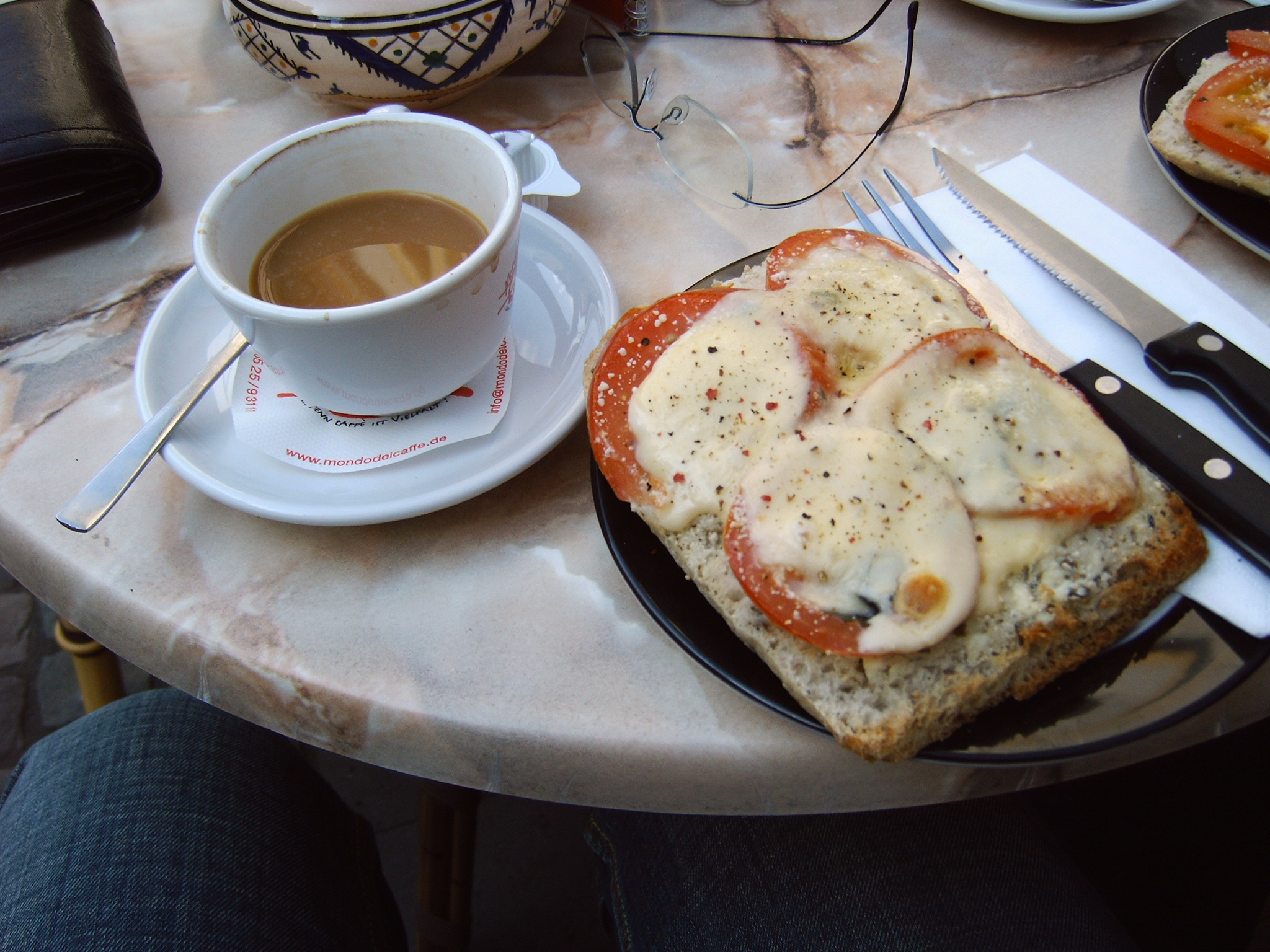 coffee-and-sandwich-1552072.jpg