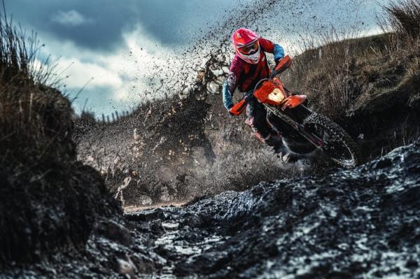 Action_KTM 300 EXC TPI MY2019_02.jpg
