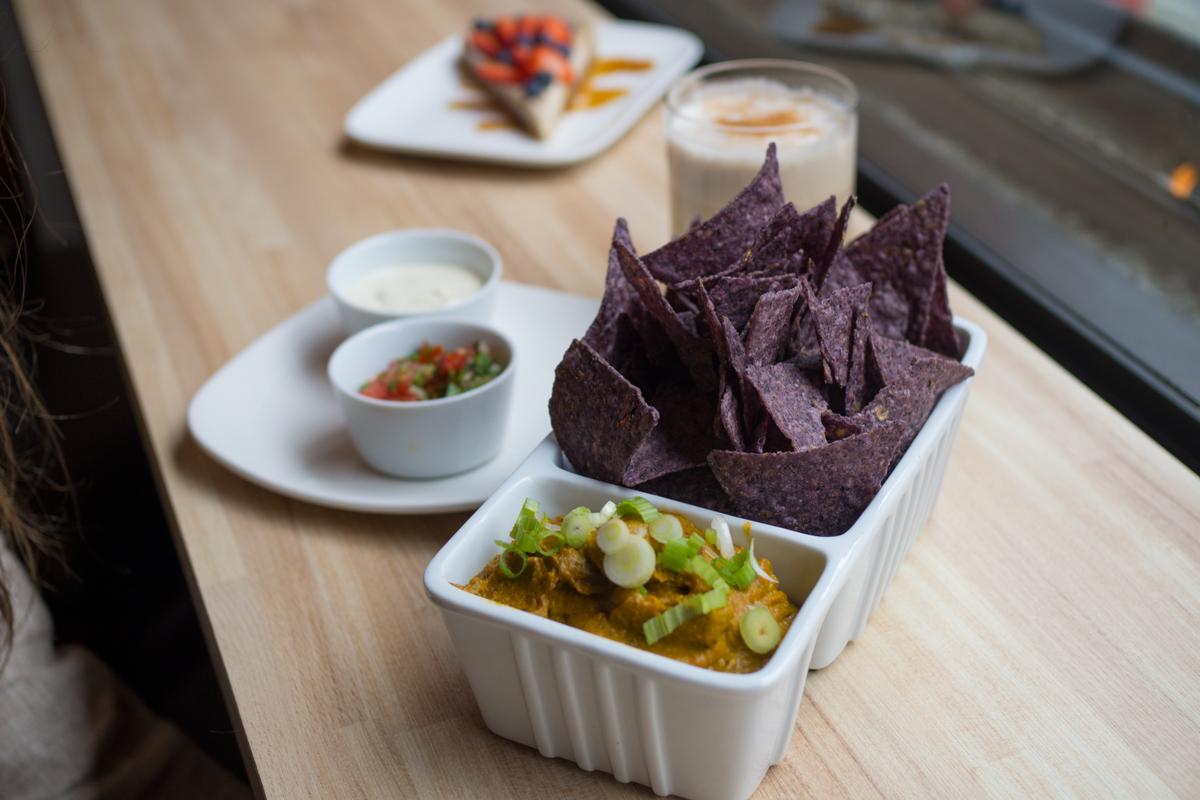 Warm vegan nacho cheese dip (Pico de gallo, purple corn tortillas) - can I bathe in this now? 😂