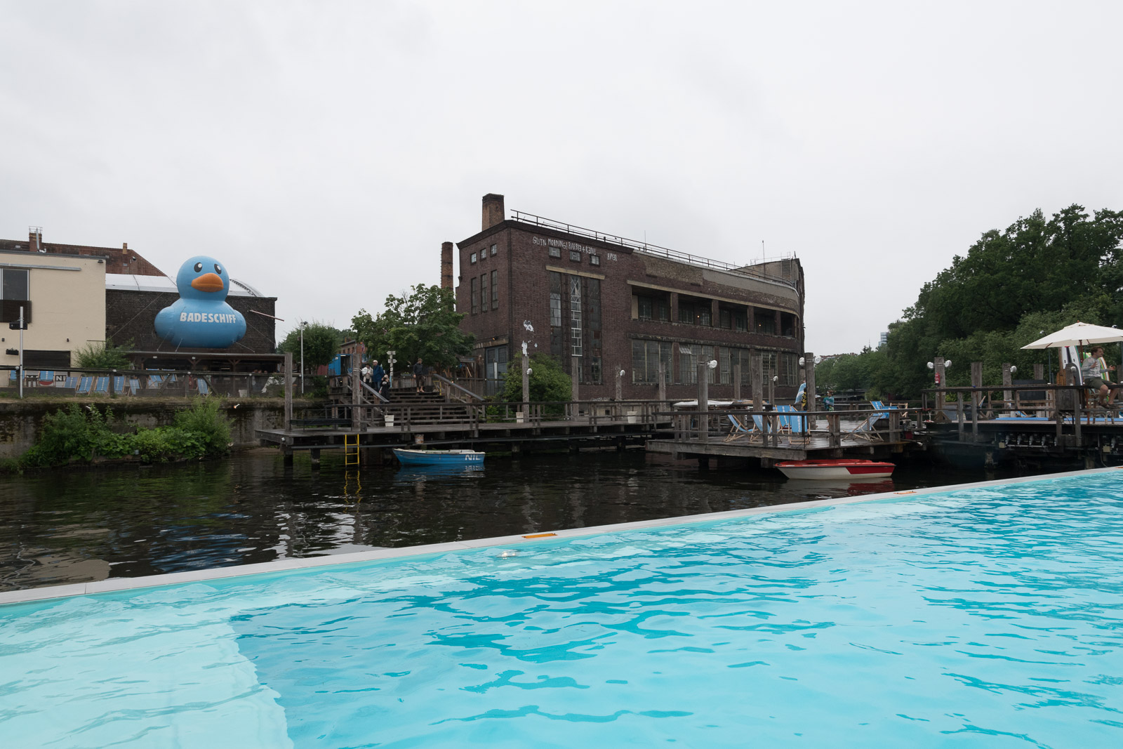 The surrounding of the Badeschiff, seen from the pool.
