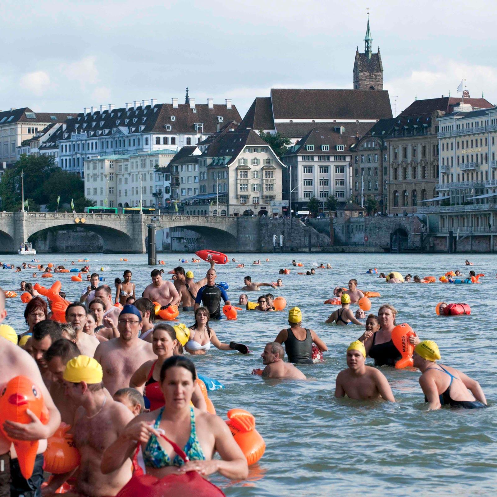 In Basel you can swim in the Rhine river on own responsibility / A Bâle, vous pouvez nager dans le Rhin sous votre propre responsabilité / In Basel kun je op eigen verantwoordelijkheid in de rivier de Rijn zwemmen.