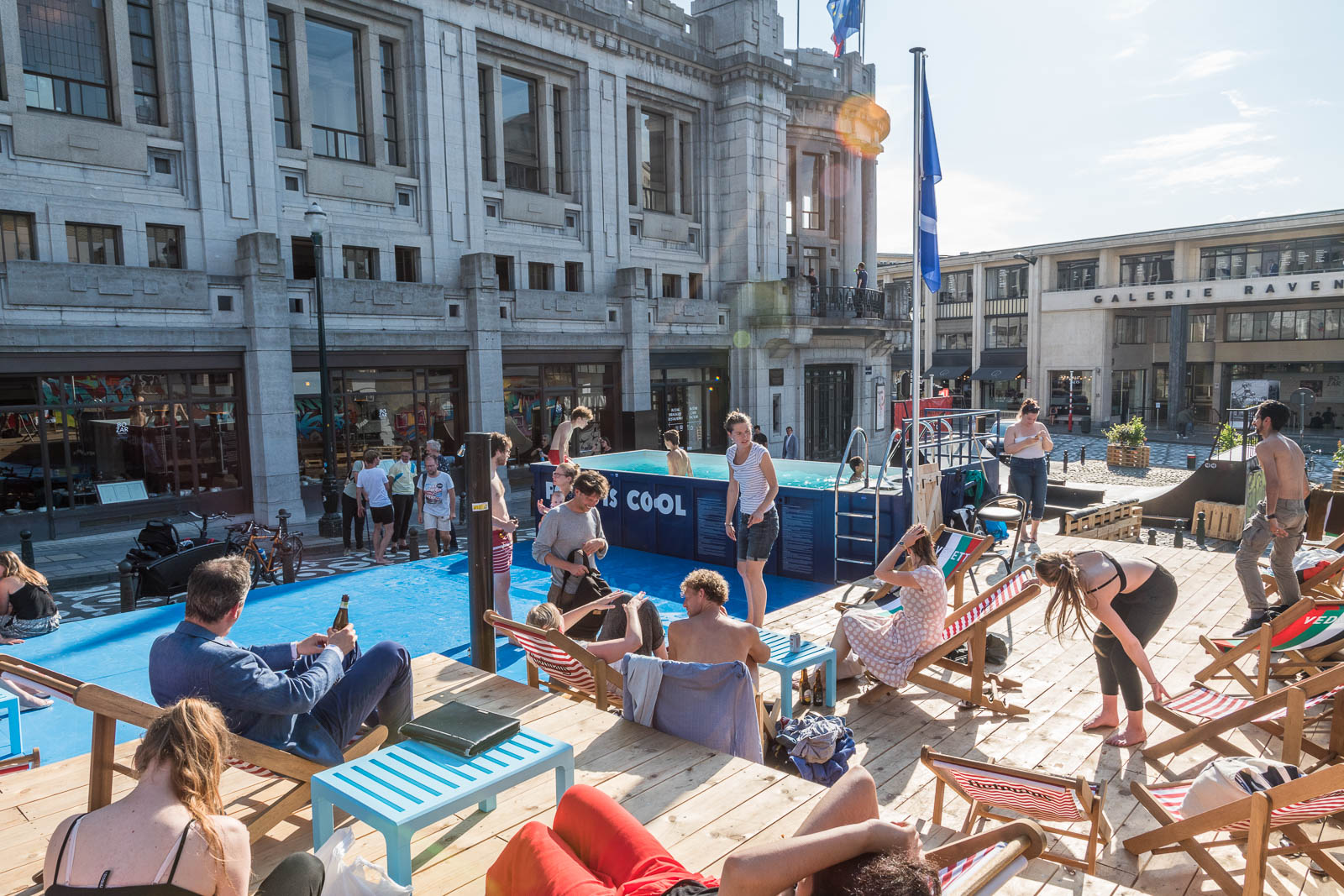 THE BIGGEST PUBLIC OUTDOOR POOL IN BRUSSELS - installation with pool, sun decks and bar in the city centre of Brussels - 2017