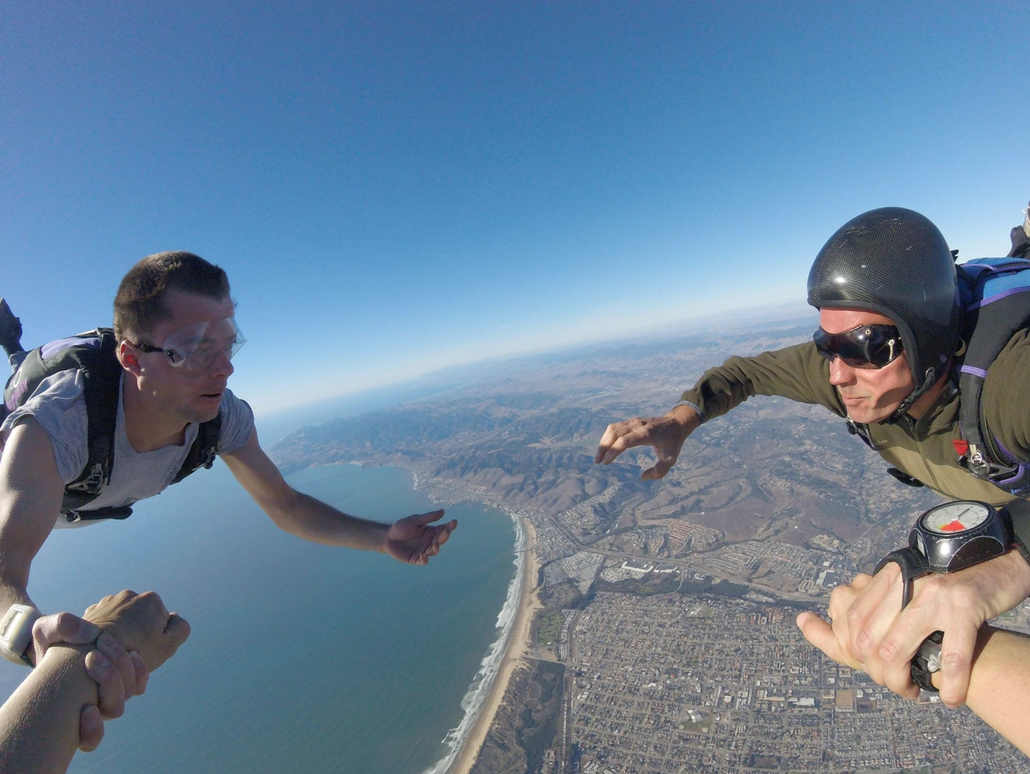 https://www.facebook.com/skydivepismobeach/photos/a.205353369483433/1296538173698275/?type=3&theater